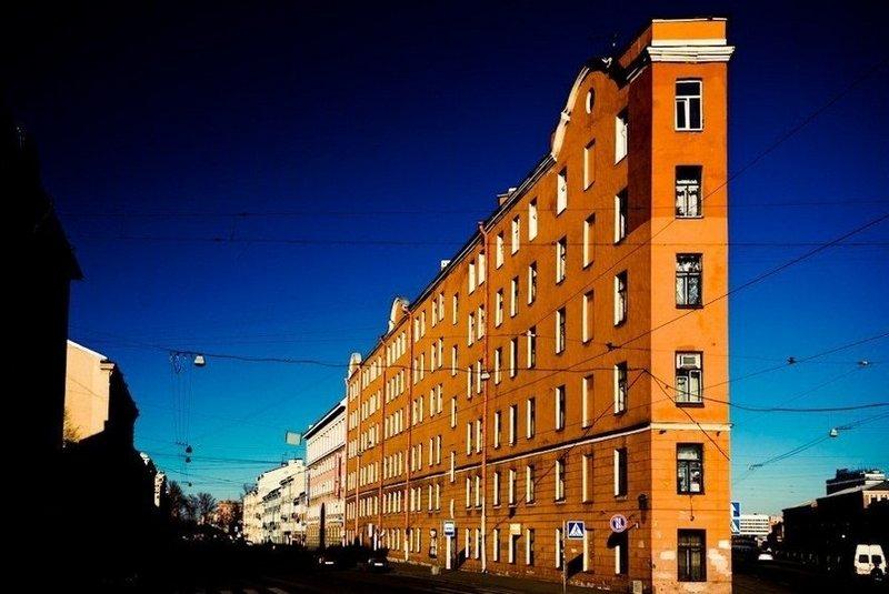 Дом утюг в Санкт-Петербурге в Коломне